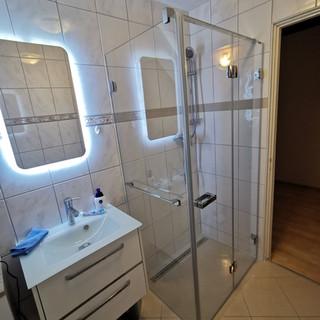 Shower enclosure system Newglass by Profiltek