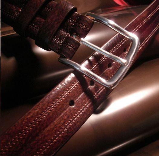 """Cinturón clásico en 35mm de piel de vacuno con acabado """"novo antic""""."""