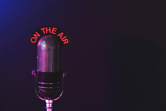 radio-style-microphone-on-tee-air.jpg