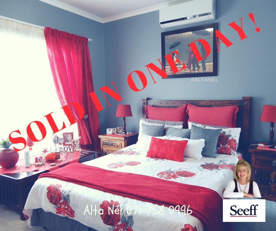 Two bedroom townhouse Eldoraigne, Estate agent Seeff, Estate Agent Eldoraigne
