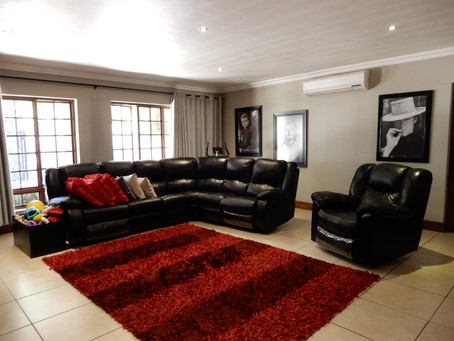 Breath-taking 3-bedroom villa for sale in a security area in Eldoraigne -  R 2 595 000.