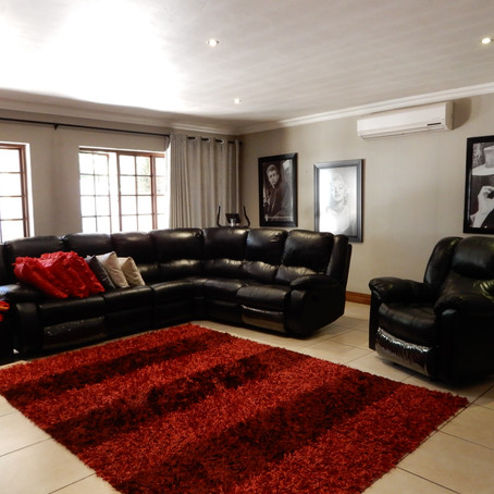 Breath-taking 3-bedroom villa for sale in a security area in Eldoraigne -  R 2 595 000.