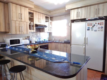 Stunning 2-bedroom townhouse for sale in Eldoraigne - R 1 540 000