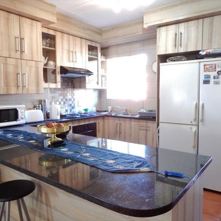 Stunning 2-bedroom townhouse for sale in Eldoraigne - R 1 540 000