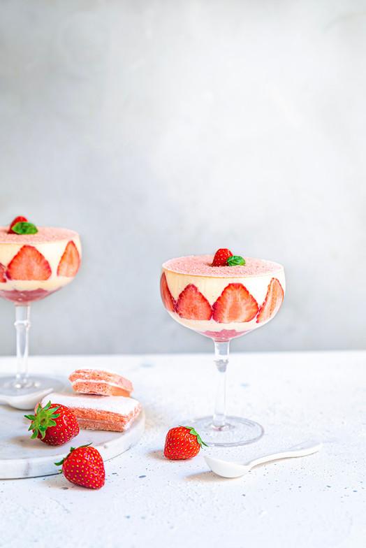 Tiramisu à la fraise et aux biscuits roses de reims