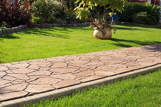садовая дорожка из плитняка песочного цв