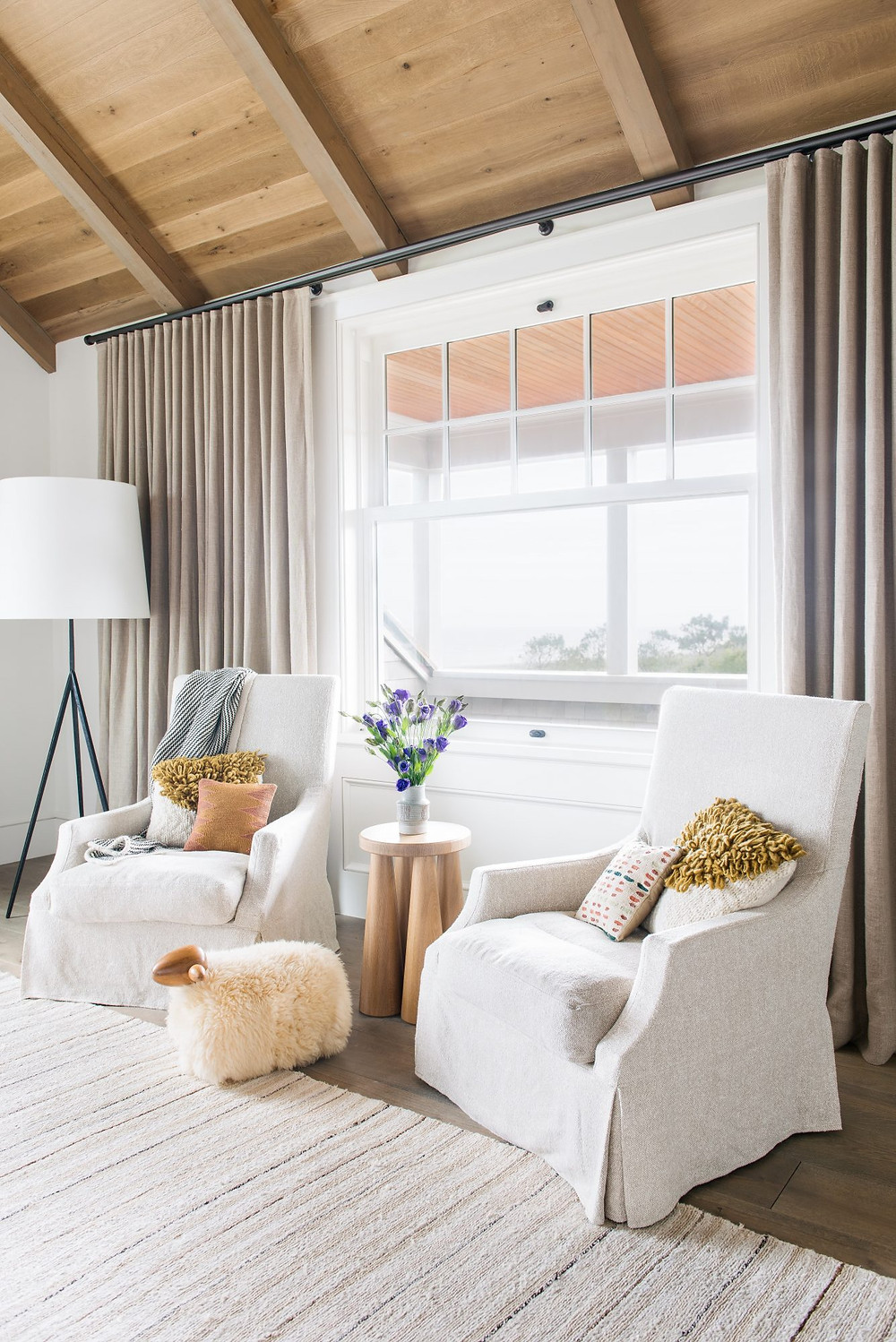 Charming bright and airy Modern Farmhouse. Natural Rug, Timber Ceiling and Shiplap Walls.