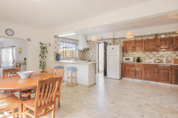 CASA_DO_POCO_Dining_and_kitchen_showing_