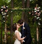 sedona wedding, kissing at the alter