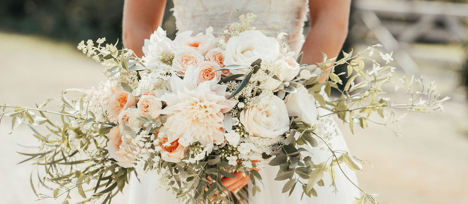 What are the different types of bridal bouquets?