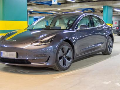 KVL:n ennakkopäätös vahvistaa: Sähköauton lataus ei aiheuta ALV-velvoitetta taloyhtiölle