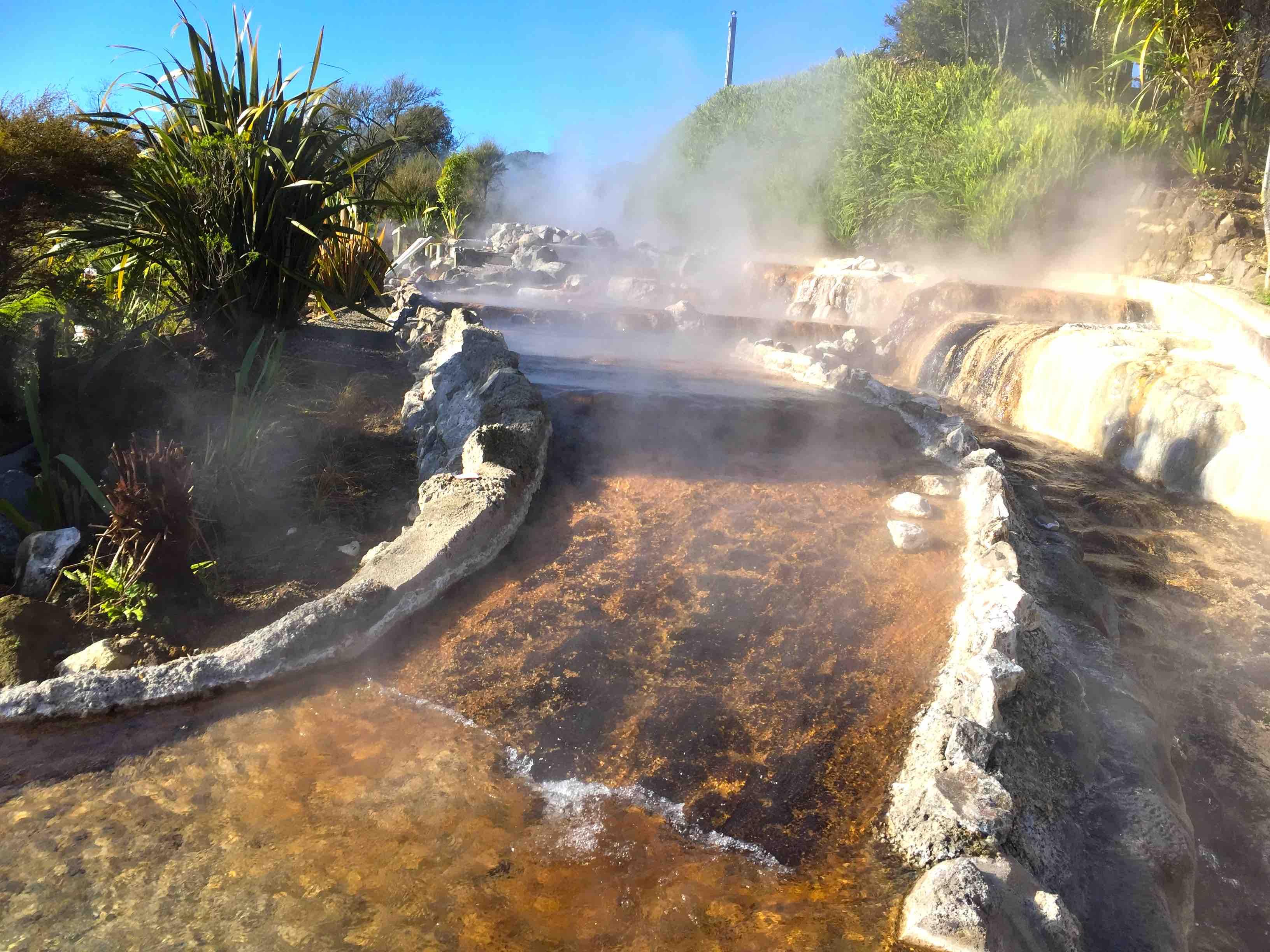 流れ下る温泉