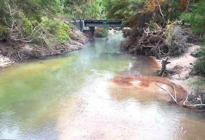 川の合流点で川幅が広くなる