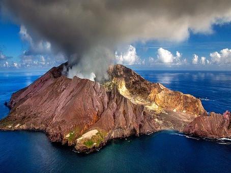 ファカタネ沖のホワイト島噴火について
