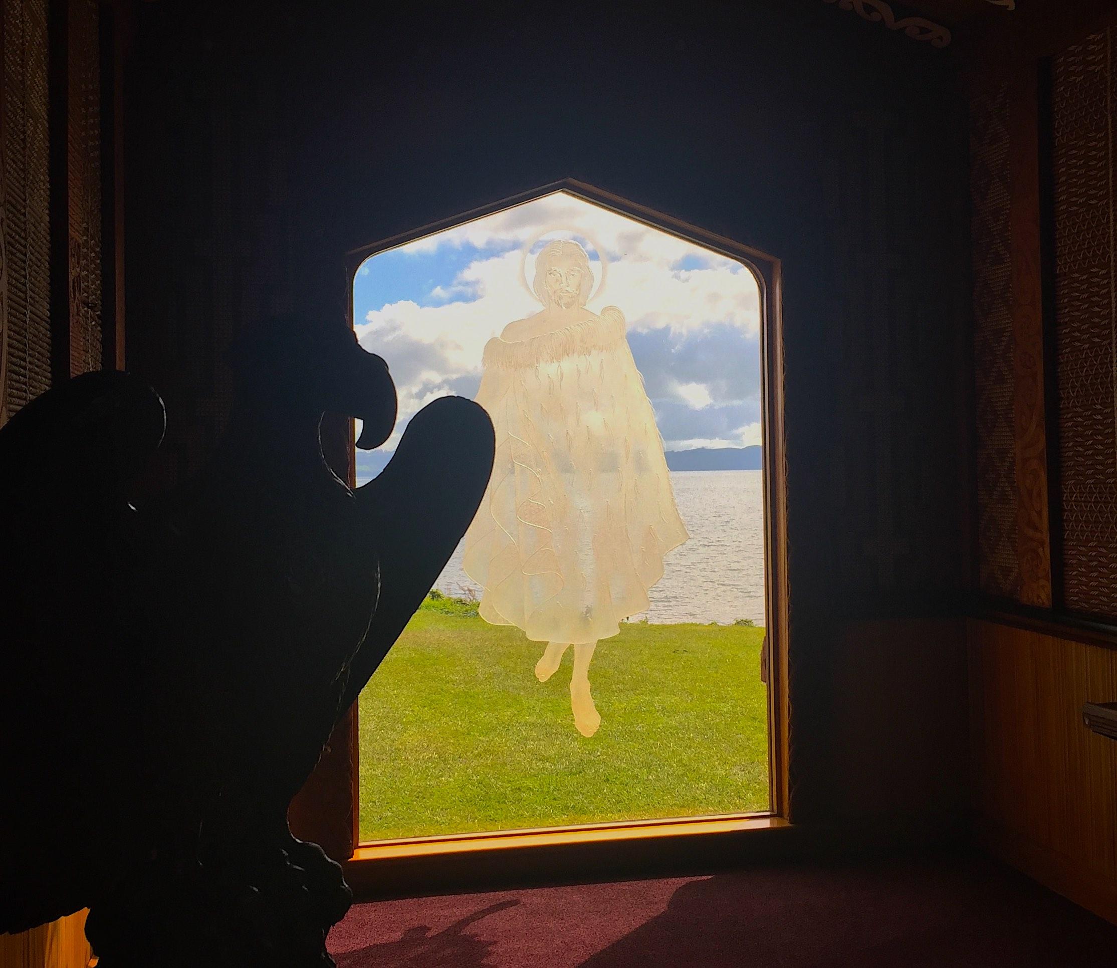 窓ガラスに浮かぶキリスト