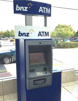 日本語対応している銀行ATMもある
