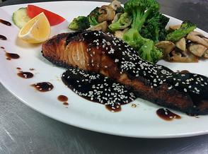 Gegrillter Lachs mit Teriyaki Sauce