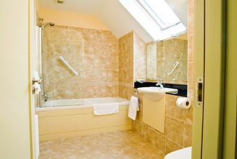 awgolf-bathroom-1.jpg