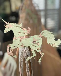 🦄Unicorns for CHLOE 🦄 #unicorn #unicornparty #unicornpartyideas #teepees #bohoparty #bohopartydeco