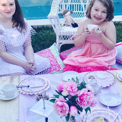 Gorgeous little moments with friends 💖💖💖 #hightea #highteatime #highteaparty #styling #stylist #s