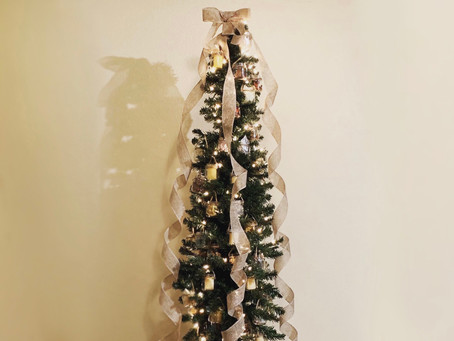 I DECORATED OUR CHRISTMAS TREE WITH BABY FOOD JARS