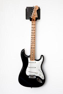 Guitar hanging on Magnektik