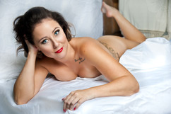 L'escargot Ivre Photography's White Sheets Boudoir Photography