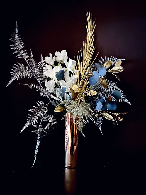 December bouquet - dried, faux and preserved