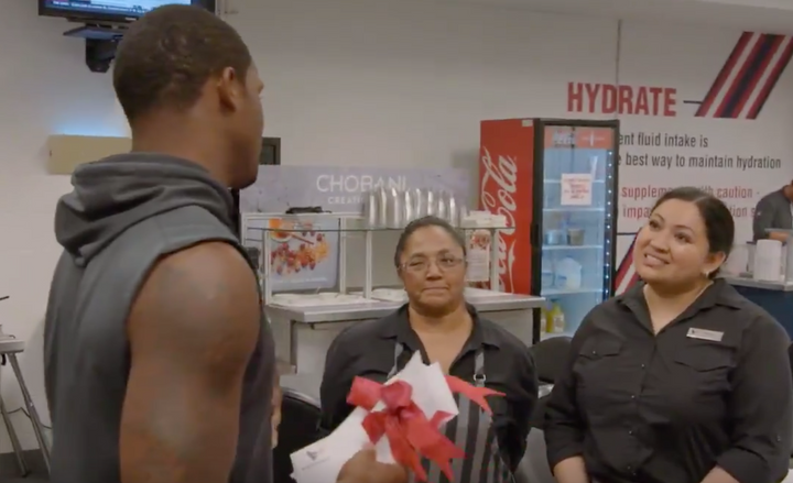 Texans QB Deshaun Watson hands his 1st Game Check to Team Cafeteria Workers