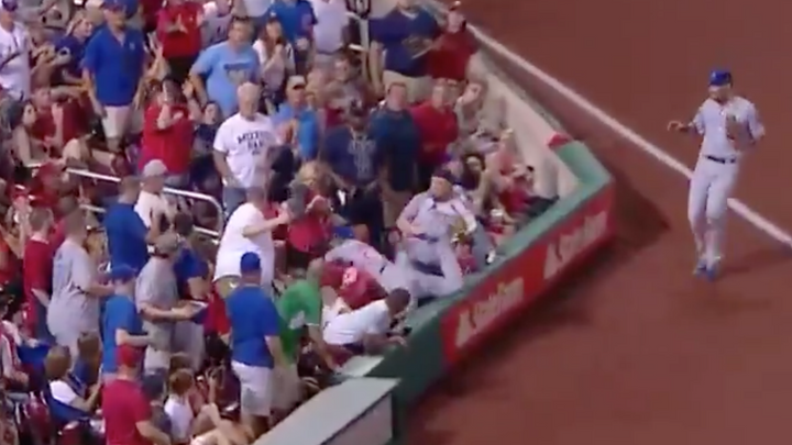 Cubs Addison Russell Makes Nice With Cardinals fan over Nachos...