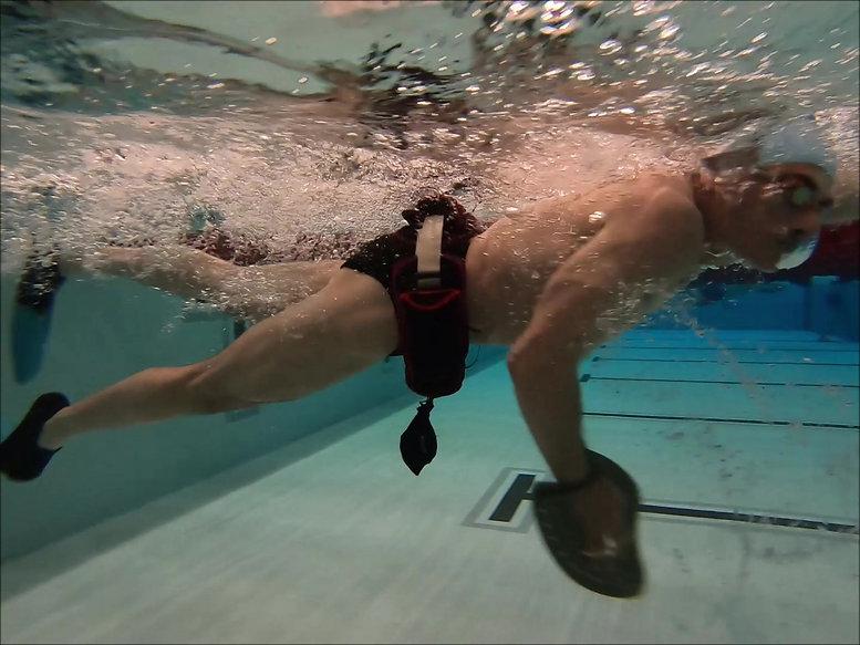 Dreyer Underwater with Cannonball - Photo - Jena McClurken.jpg