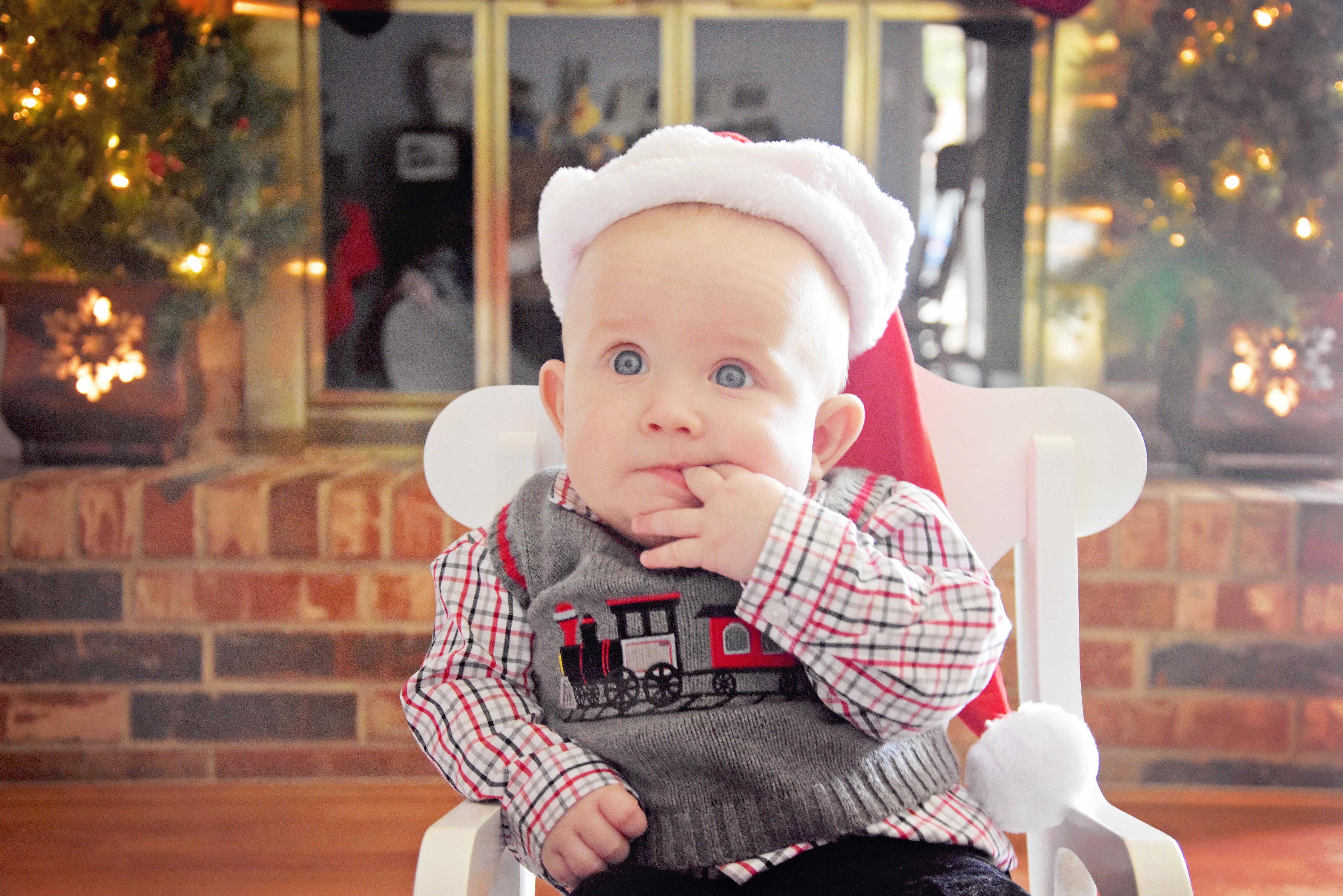 Cullen's Six month & Christmas portraits (32)