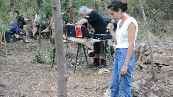 Laia Estruch i Miki Espuma interpretant Àlbum Victòria