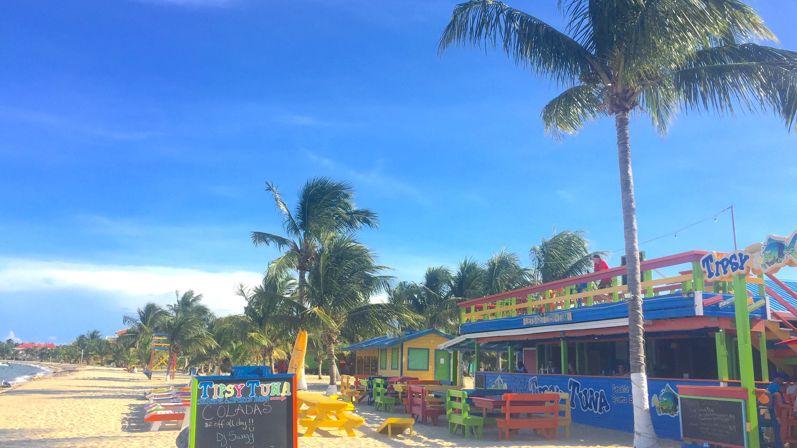 Placencia beach bar