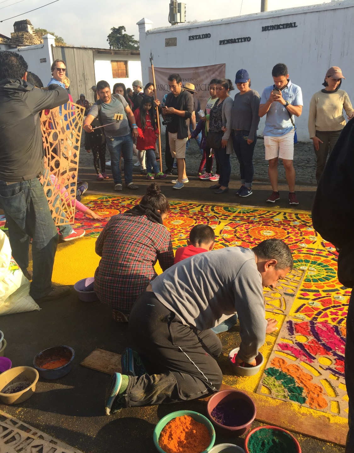 Team working on the alfombra