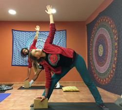 escuela yoga surf school somo