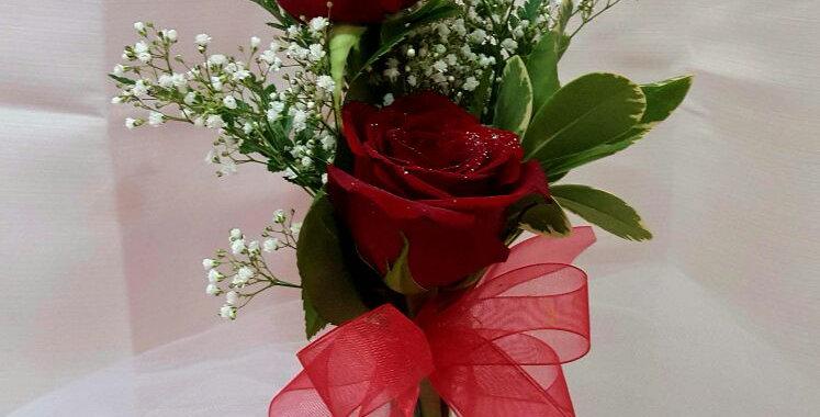 2 Roses in Vase