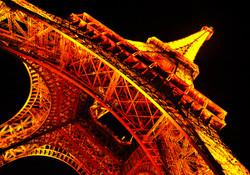 Paris _  Tour Effiel aglow at night