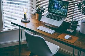 整潔的電腦桌