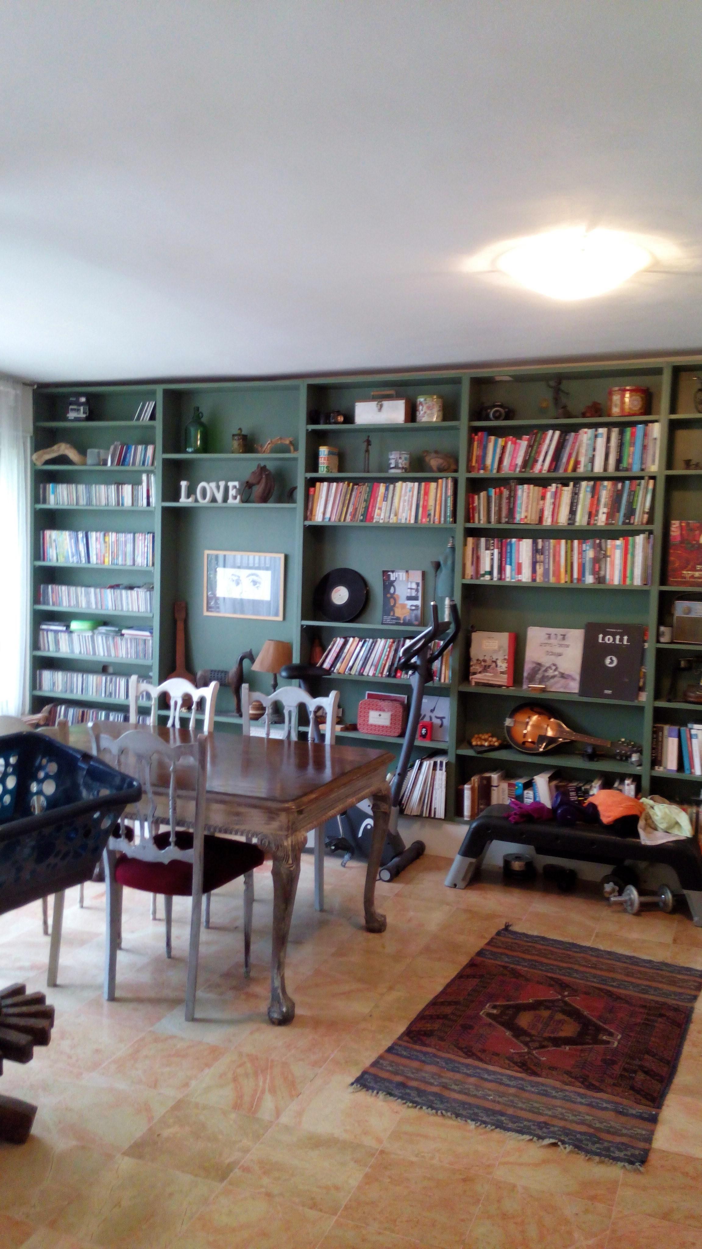 צביעת ספרייה ביתית בהידרו אמייל