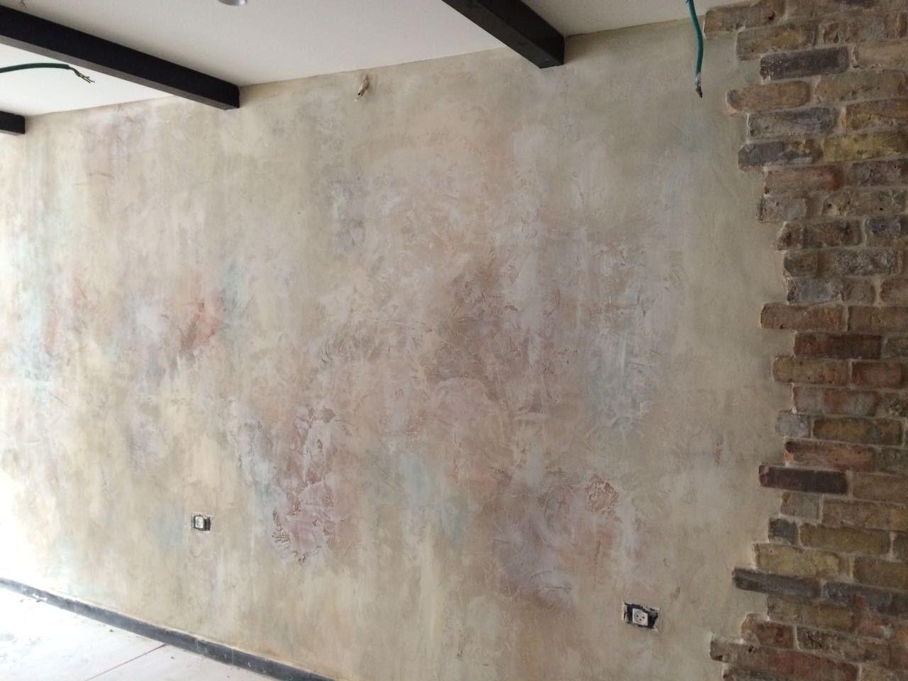 עיצוב קיר בטכניקת peeling wall