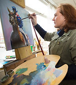 Artist Ruth Buchanan oil painting a horse in studio