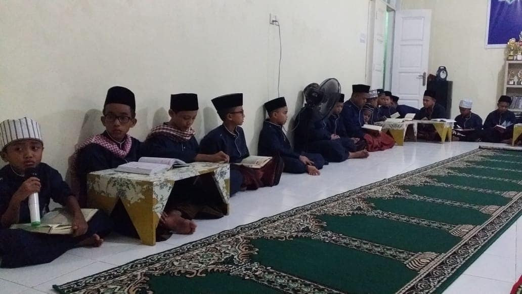 Tahlil by Orphans in Batam