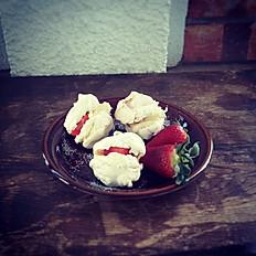 Besos de merengue con mascarpone y fresas 1 kg