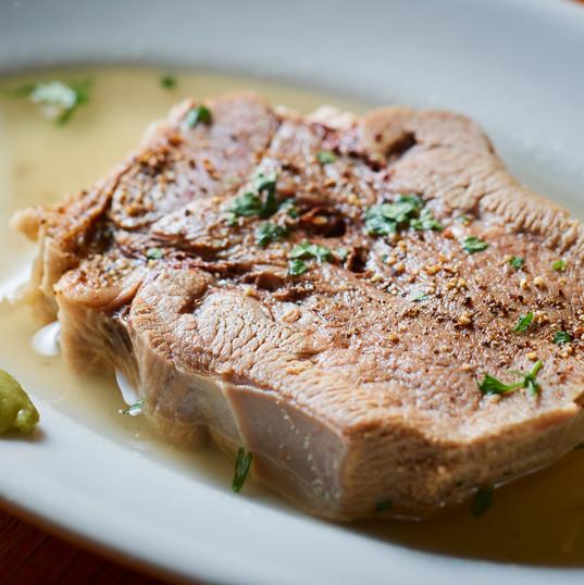厚切り茹で牛タンの柔らか煮込み