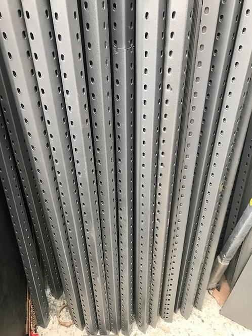 Poste Ranurado Para estante 2.20 cal. 14 gris