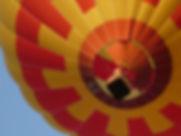 Montgolfière rouge et aune de Oui-Montgolfière