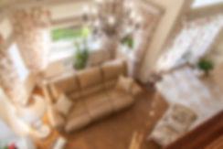 Вид на гостиную со второго этажа