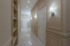 Холл, коридор. Неоклассика. Реализованный проект.