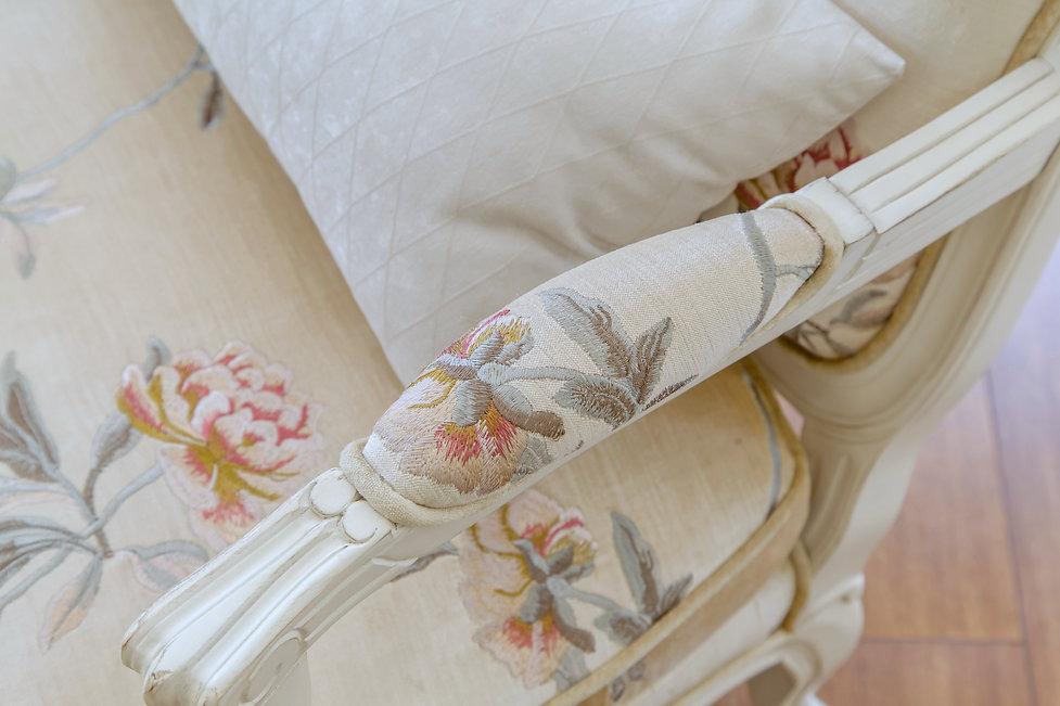 Текстильное кресло